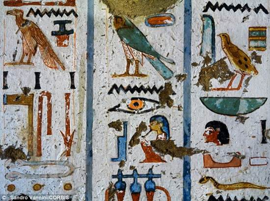 egyptian_blue-Hieroglyphics_from_tomb_of_nebamun