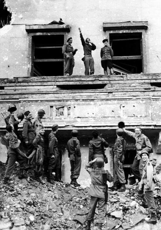 Allied_soldier_mock_Hitler-a
